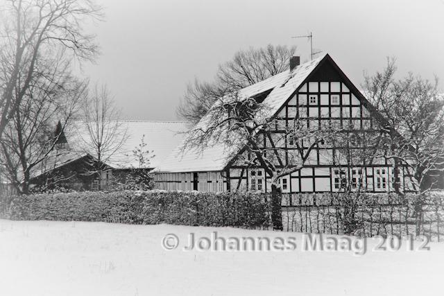 0031 Fachwerkhaus im Schnee