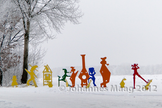 0125 Lustige Gesellschaft im Schnee